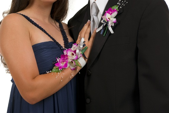 Who Buys the Corsage and Boutonniere for Prom? - Limo Rental